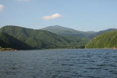 裏磐梯の秋元湖から見た吾妻連峰の西大巓