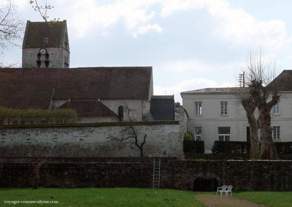 Eglise Saint Pierre, vue du Couvent