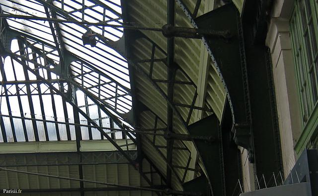 Détail de la ferronerie du hall principal