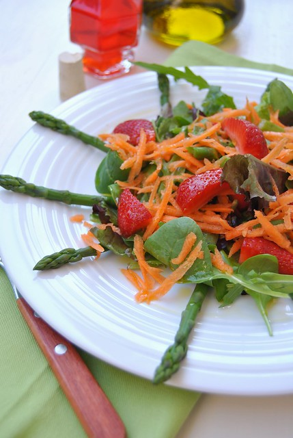Mixed salad with asparagus and strawberries