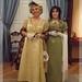 Doña Pepa y la señorita Daildi, ambas con trajes de baile de la época regencia.