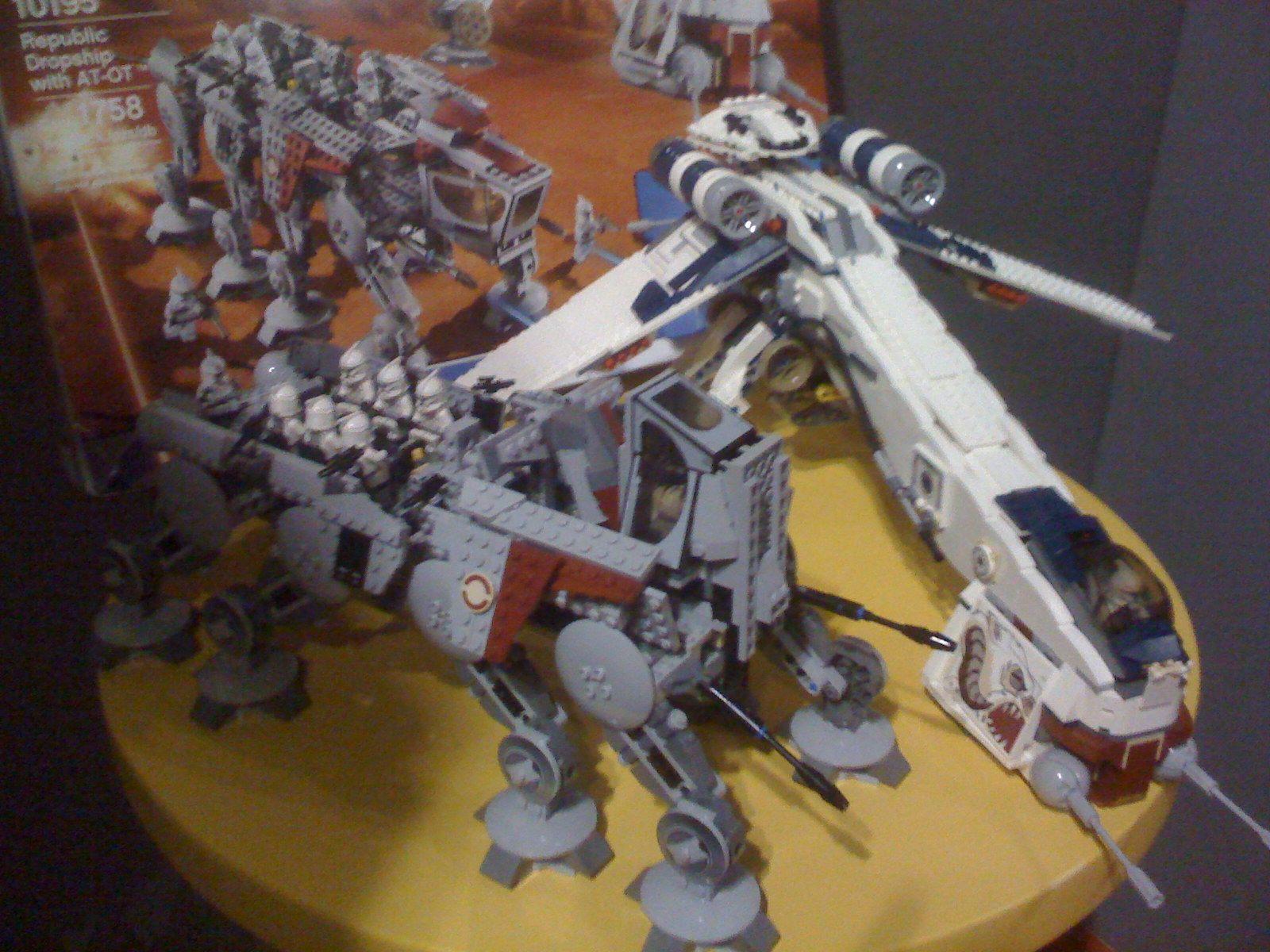 Ein bild vom lego star wars set 10195 – republic dropship with at ot
