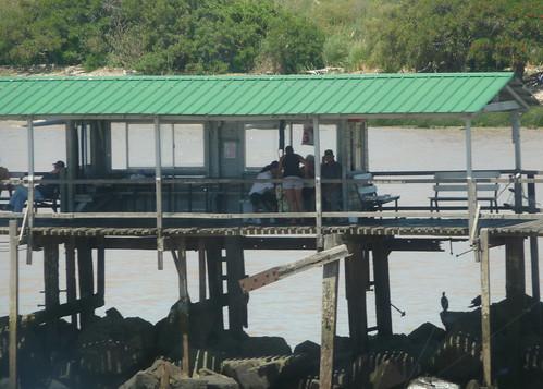 Baracchino di pescatori sul fiume
