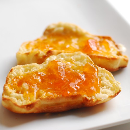 Be-apricotted car crumpets.