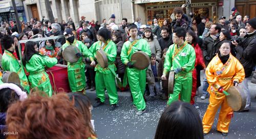 Ils faisaient pas mal de boucan, les musiciens, avec leurs tambours et tambourines :)