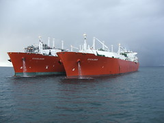 2007_0122hogmanyandtanker0038 (Kellydrever1) Tags: sea water orkney ship lpg scapaflow shiptoship