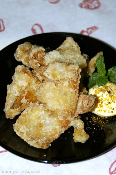 鶏皮のからあげ (Deep Fried Chicken Skin)