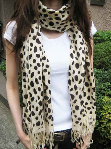 The scarf with dalmatian print from FREE'S SHOP