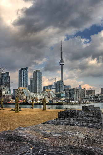 The CN Tower (photo by bensonkua)