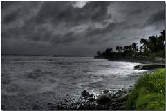 Gael 02 (JoWizi) Tags: ocean sea mer nature reunion canon landscape island ile ciel nuage nuages paysage vague cyclone hdr ciels iledelareunion 400d canon400d hdrenfrancais