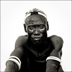 Karo chief in Korcho - Omo village (Eric Lafforgue) Tags: portrait kara artistic dam chief tribal explore ornament chef valley bodypainting ethiopia tribe rite karo barrage adornment pigments omo eastafrica thiopien etiopia ethiopie etiopa tsamai lafforgue  etiopija ethiopi  etiopien etipia  etiyopya  nomadicpeople tsemai    korcho 06227 salinicostruttori    gibeiiidam gibe3dam bienvenuedansmatribu peoplesoftheomovalley