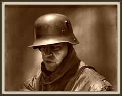 EJERCITO-ALEMANIA-PRIMERA GUERRA MUNDIAL-GERMAN SOLDIER-WW1-PHOTO-RECREATION-ERNEST DESCALS (Ernest Descals) Tags: pictures people man men history portraits vintage germany soldier army deutschland war wwi helmet selfportraits documentary images krieg retratos trench german militar alemania soldiers mann recreation ww1 greatwar imagenes firstworldwar historia documento frontline soldat reich soldado guardia armee deutsch autoretratos militaria aleman historie ejercito centinela geschichte soldados reenacting historica kampf erholung historico soldats tedeschi historische twentiethcentury recreacion germansoldiers dokumente erzhlung sigloveinte primeraguerramundial trincheras stahlhelm historiador granguerra platinumphoto ernestdescals histprischen soldadoaleman