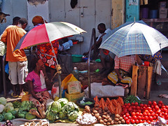 market (paolo brunetti) Tags: africa old shop port umbrella tomato market kenya sony nairobi may oldport mercato pomodori livorno 2009 mombasa malindi brillante ombrello vendita watamu goldengarden bamburi shanzu carore paololivorno paololivornosfriends