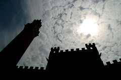 Mi illumino d'immenso. (Xelisabetta) Tags: sky clouds canon nuvole cielo tuscany siena toscana eos400d xelisabetta elisabettagonzales