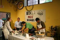 Urban AdvenTours - Mass in Motion - 5.30.09 (Urban AdvenTours) Tags: summer cooking bikerides bostonstatehouse bikesnotbombs biobus massachusettsstatehouse biketours healthyhabits guidedbikeride bikeboston urbanadventours fooddemonstration bicycleboston