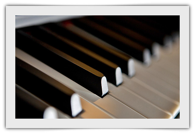 Piano, testing Speedlite 430EXII, working off the camera