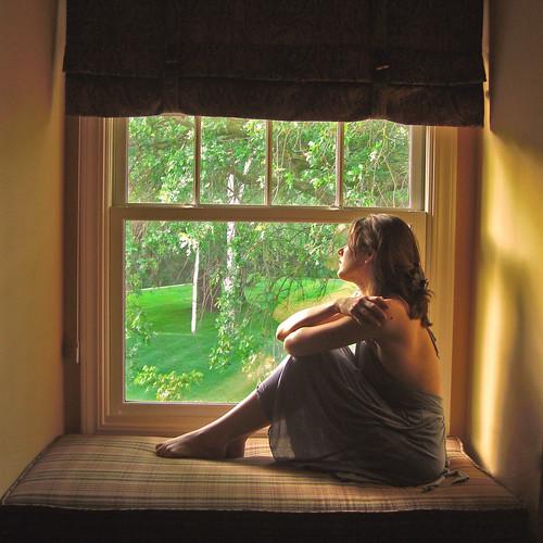 フリー写真素材, 人物, 女性, ドレス, 窓辺,
