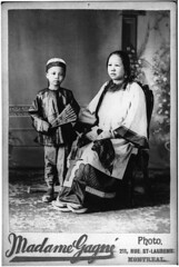 Mrs. Wing Sing and son, Montreal, QC, 1890-95 (Muse McCord Museum) Tags: family famille boy madame portrait woman canada costume child quebec montreal femme chinese mother stlaurent chinois rue seated enfant garon 1890s mre womensday gagn mccordmuseum musemccord