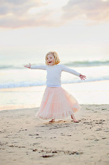happy (mosippy) Tags: pink beach oceanside 70200 happygirl 6yearsold canonef70200mmf28lis 5dii