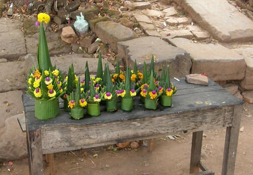 81.寮國拜拜用的花