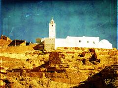 Chenini revisited (kellinasf) Tags: white texture rocks tunisia overlay mosque cliffs chenini leschick duncanallan
