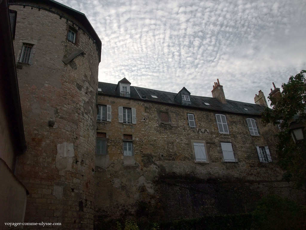 Habitations dans les remparts médiévaux de la ville