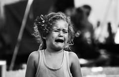 no es llorar, es hacer creerle a tus padres que estás llorando (quino para los amigos) Tags: flower girl sadness tristeza drops sad flor niña triste cry scared darling grito miedo lagrimas shout llanto malcriadademierda lloralloralallorona siquerésllorarllorá ayayayaycantaynollores