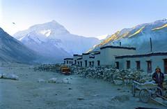 Jomo Langma,ཇོ་མོ་གླང་མ,8848 m (reurinkjan) Tags: 2004 nature tibet everest sagarmatha rongbuk chomolungma 8848m jomolangma colorphotoaward utsang tibetanlandscape storytellingphoto tingricounty ཇོ་མོ་གླང་མ janreurink storytellingphotography བོད། བོད་ལྗོངས། བཀྲ་ཤིས་བདེ་ལེགས། དབུས་གཙང་། རྫ་རོང་ཕུ་དགོན་ དིང་རི་རྫོང་ photostoryའདྲ་པརསྒྲུང་།drapardrung
