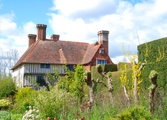 A First Look at the Manor House at Great Dixter (antonychammond) Tags: uk england gardens britain eastsussex manorhouse christopherlloyd greatdixter blueribbonwinner mywinners abigfave colorphotoaward firsttheearth photoexplore anticando rubyphotographer castlespalacesmanorhousesstatelyhomescottages