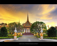 The Royal Palace, Phnom Penh, Cambodia :: HDR (Artie | Photography :: I'm a lazy boy :)) Tags: classic architecture photoshop cambodia khmer cs2 tripod royal kingdom wideangle palace structure phnompenh 1020mm hdr buidling royalpalace artie preah 1866 3xp thronehall sigmalens photomatix tonemapping tonemap 400d barom chaktomuk reachea vaeng sunsetrebelxti