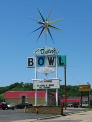 Jerry Dutler's Bowl (altfelix11) Tags: minnesota bowling neonsign cocktails bowlingalley starburst cheapbeer vintagesign mankato vintageneonsign highway14 highway169 rotosphere jerrydutler katoland