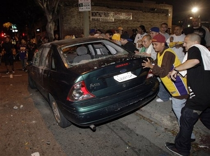 Lakers fans 2