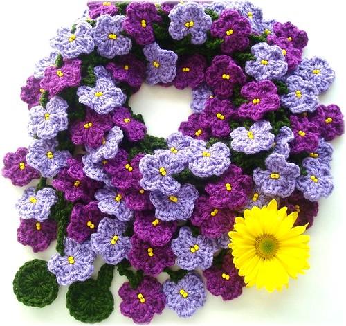 Violetas, cachecol de crochê