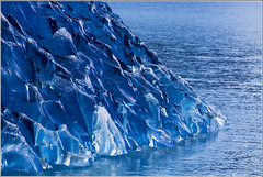 Blues... (.Tatiana.) Tags: blue patagonia ice gelo argentina azul patagnia elcalafate glaciares 50faves amusicalinda asituaodefaltadetempoamesmainfelizmente beijoprosdebeijoqueaindavemaqui