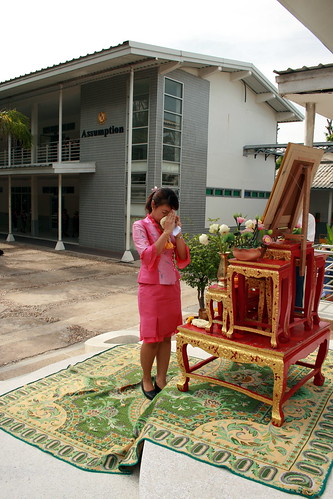 ThaI Teacher Paying Respect