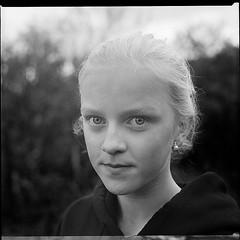 Agla Sól (Pezti) Tags: bw 120 6x6 film girl square blackwhite iceland kodak trix 400 pearl ísland kiev88 sól húsafell filma kodaktrix400 agla svarthvítt aglasól aglasólpétursdóttir