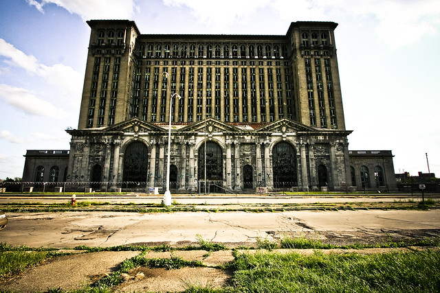 Michigan Central Station, symbole de la décrépitude de la Motor City (photo de Kate Sumbler, 2008, Flickr)