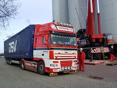 2008 DAF truck FT XF 105 (Davydutchy) Tags: netherlands truck boat canal crane steel transport lorry barge friesland stainless tanks vrachtwagen daf vats sneek fryslân snits mammoet holvrieka holvriekanirota