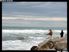 Pescadores (Bea Ankh) Tags: luz faro puerto agua playa gota vacaciones ola semanasanta choque gandia pescadores