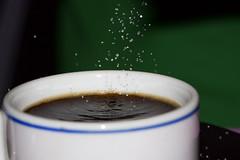 Café. (benitojuncal) Tags: macro cafe 100mm taza azucar cafecito sobremesa pota azucarillo kddtecendoredes34