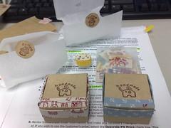 兩個手工包裝紙盒