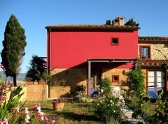 La casa dei fine settimana (fiumeazzurro) Tags: chapeau toscana flickraward anthologyofbeauty theauthorsplaza