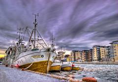 Fiskebter ved Tnsberg brygge (PeterFisken) Tags: boat is fishing kanal hdr bt tnsberg brygge fiske tonemapping kaldnes