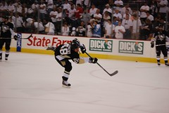 Tyler Kennedy in warm ups (Dave DiCello) Tags: city black game net ice cup hockey yellow gold nhl penguin penguins team nikon warm pittsburgh shot steel tyler arena ups national finals stanley rink civic stick puck slap pens nikkor kennedy league stanleycup mellon igloo 200mm mellonarena civicarena sidneycrosby pittsburghpenguins d40 stanleycupchamps marcandrefleury nationalhockeyleague stanleycupchampions evgenimalkin theigloo d40x maximetalbot tylerkennedy pittsburghpens maxtalbot consolenergycenter 2009stanleycupchampions pittsburghpenguinsstanleycupchampionspictures civicarenapittsburghpa penguinhockeyteam mellonarenapittsburgh evad310 davedicello pittsurghpenguins maxtalbotgame7