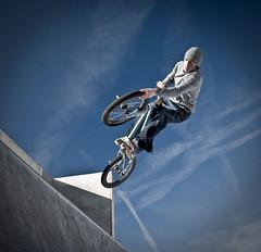 davehillrapedmydog (Ben Webb) Tags: blue ramp flash trick peterborough stunt bentaylor kingscliffe strobist tiregrab
