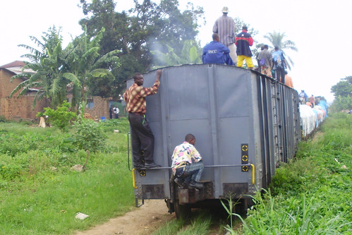 train coming into kindu