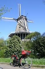 De Bloem Windmill by drooderfiets