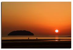 Sun and the Island (Nora Carol) Tags: beach island evening silhouettes borneo tanjungaru bigsun malaysianphotographer noracarol roundsun malaysiasunset sabahsunset sabahanphotographer kitakinabalu landscapephotographerfromsabah womanlandscapephotographer womaninphotography