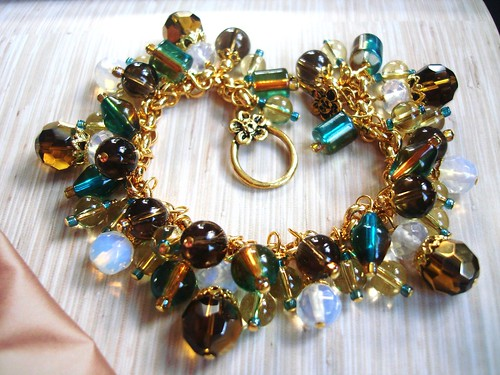 #GLCH29 = SEA ON THE HORIZON Glass Charm Bracelet SGD$60