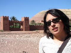 Ya al otro lado (Carlitos) Tags: africa woman mujer martha morocco maroc marruecos ksar kasbah  atbenhaddou soussmassadra  almarib  athbenhadu